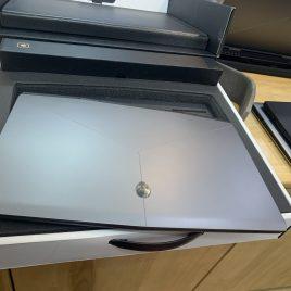 Alienware m17 i7-9750H/ram 16gb/Ssd NVMe 256gb + 1T HDD/Card vga rời RTX 2060 6gb/ 17.3in newbox